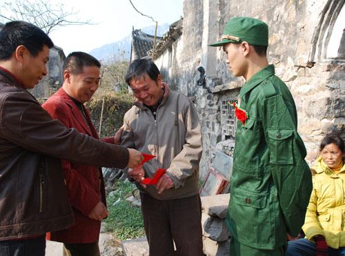 2012武警部队新兵照片-2月15日临海图片新闻图片