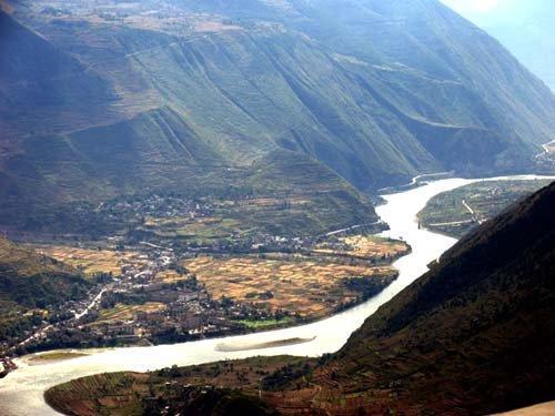 北入宁夏清水河上游,南达四川岷江流域.马家窑类型甘肃境内东部可