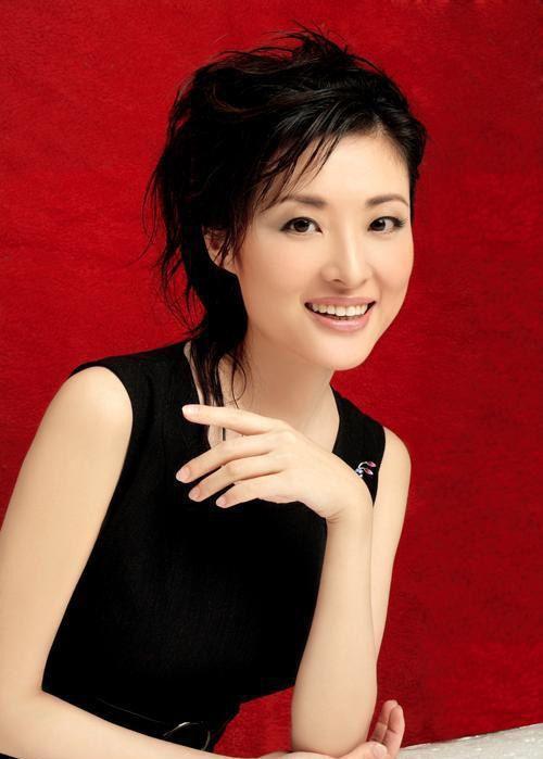 刘芳菲董卿周涛 11位当红美女主播黑白装大对
