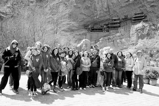 五一 小长假将至 恒山悬空寺景区已是游客爆满