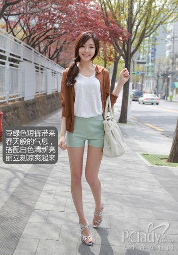 美女短裙叉腿图片 连衣短裙夏装美女图片 齐比小短裙美女图片